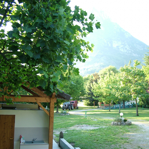 Sanitaires et emplacements camping vallée de beille