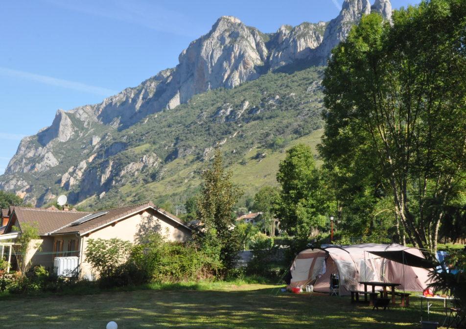 Camping vue sur montagne